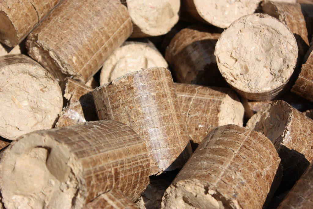 Pelletheizung Holzpellets © pixabay / moses